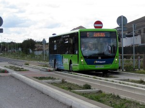 800px-Guided_bus_opening_day2